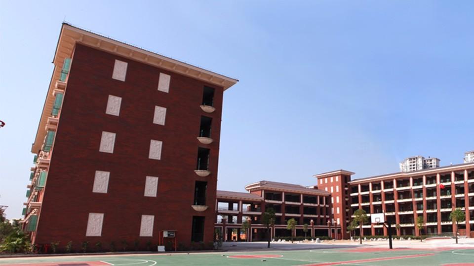 广州番禺东湖洲小学学校门窗工程案例-楼上楼门窗