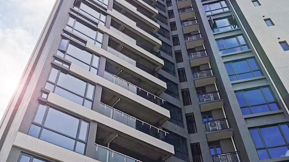 江门台山富居御景住宅小区门窗工程案例-楼上楼门窗