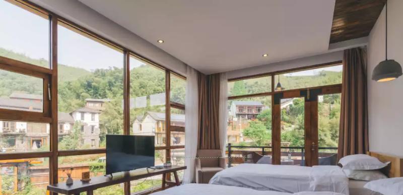 想知道铝木复合门窗和铝包木门窗哪款更适合你吗?