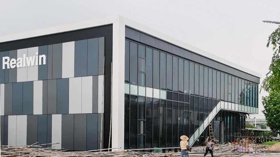 江门某不锈钢公司展厅玻璃铝板幕墙工程案例-楼上楼门窗
