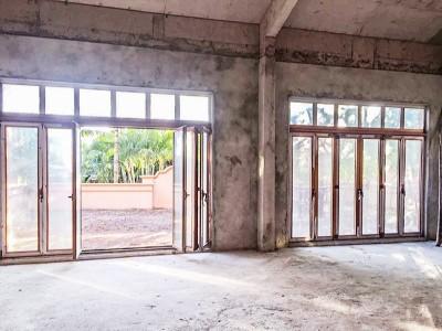 楼上楼-门窗安装施工现场