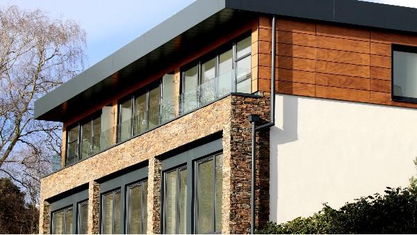 健康铝木平开门窗的价格是多少呢?健康铝木门窗的料型和细节,干货!